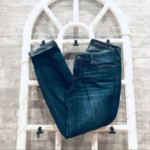 GAP • Distressed Jeans